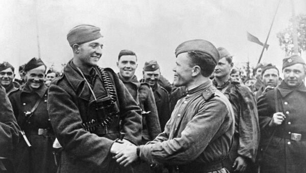 Rudoarmějci a českoslovenští vojáci - Sputnik Česká republika