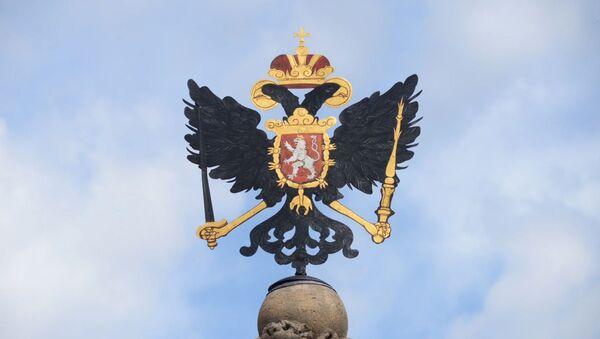 Orel Svaté říše římské na vrcholu Leopoldovy kašny na Druhém nádvoří Pražského hradu - Sputnik Česká republika