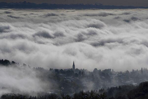 Tsunami nad městečkem Saint Cyr au Mont d'Or u Lyonu, Francie - Sputnik Česká republika
