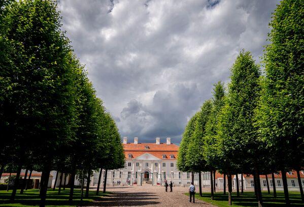 Mraky nad hradem Meseberg v Německu - Sputnik Česká republika
