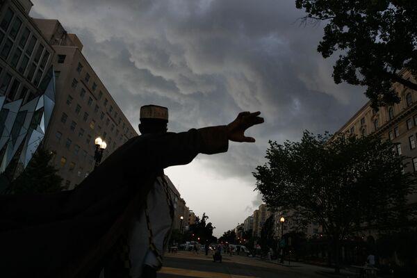 """Bouřková mračna nad Washingtonem """"odrážejí"""" hněv demonstrantů během protestů Black Lives Matter - Sputnik Česká republika"""
