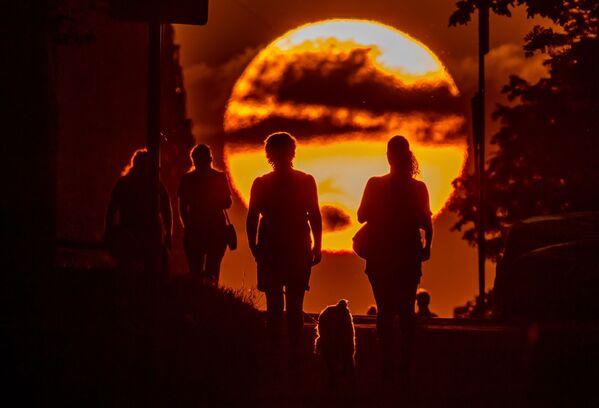 Mraky během západu slunce v Moskvě - Sputnik Česká republika
