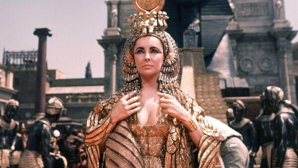 Herečka Elizabeth Taylor jako Kleopatra ve filmu Josepha Mankiewicze Kleopatra - Sputnik Česká republika