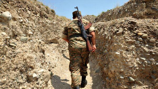 Arménský voják v zákopu - Sputnik Česká republika