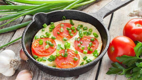 Omeleta s rajčaty a cibulí - Sputnik Česká republika