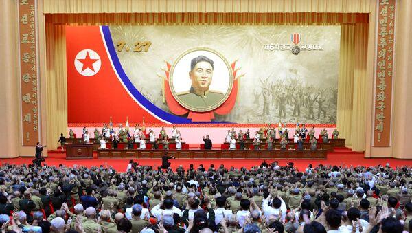 Ohňostroje a věnce. Severní Korea si připomněla 67. výročí příměří na Korejském poloostrově - Sputnik Česká republika