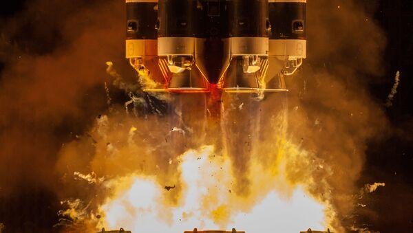 Start nosné rakety Proton-M z kosmodromu Bajkonur. - Sputnik Česká republika