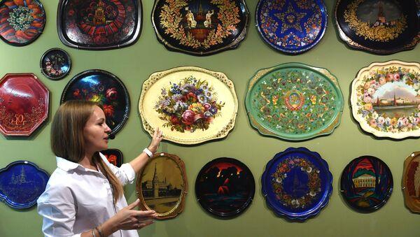 Průvodkyně pořádá prohlídku Žostovského muzea dekorativní malby - Sputnik Česká republika