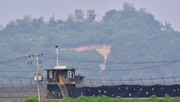 Pohraniční stráž Severní a Jižní Korei - Sputnik Česká republika