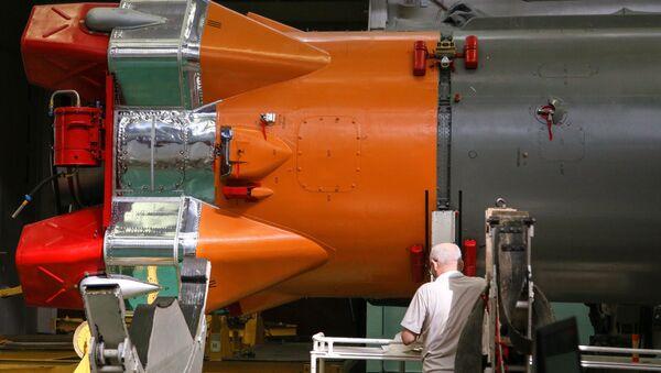 Montáž Sojuzu 2 v raketovém a kosmickém středisku CSKB-Progress - Sputnik Česká republika