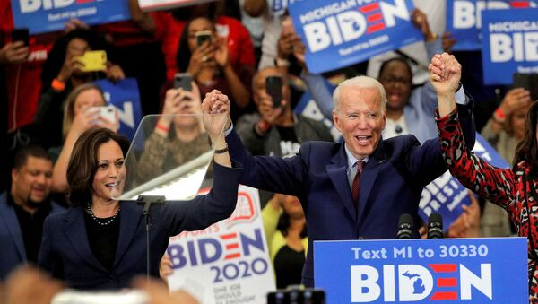 Joe Biden a senátorka Kamala Harrisová  - Sputnik Česká republika