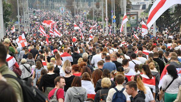Protesty v Minsku proti Lukašenkovi (23. 08. 2020) - Sputnik Česká republika
