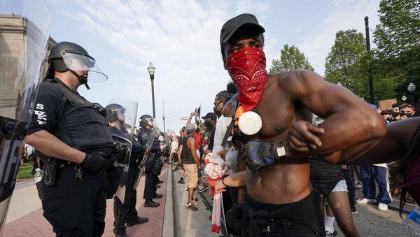 Demonstranti a policie ve Wisconsinu - Sputnik Česká republika