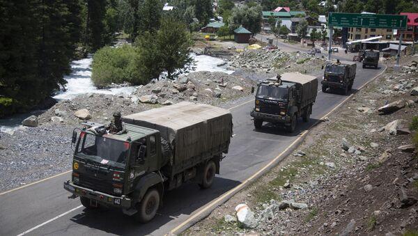 Konvoj indické armády v Ladaku - Sputnik Česká republika