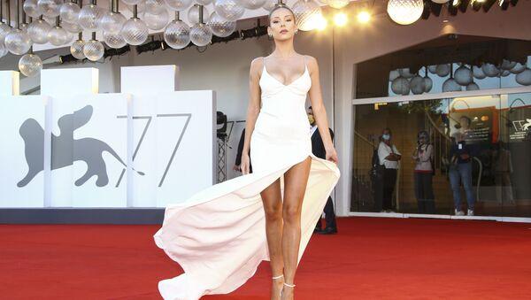 Španělská herečka Ester Expósito na červeném koberci na 77. ročníku filmového festivalu v Benátkách. - Sputnik Česká republika