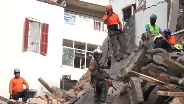 V Bejrútu měsíc po výbuchu v troskách zaregistrovali tlukot srdce - Sputnik Česká republika