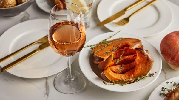 Pečená dýně a sklenka vína - Sputnik Česká republika