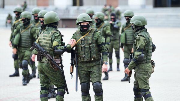 Pořádkové síly v Minsku během nelegálních demonstrací proti Lukašenkovi - Sputnik Česká republika