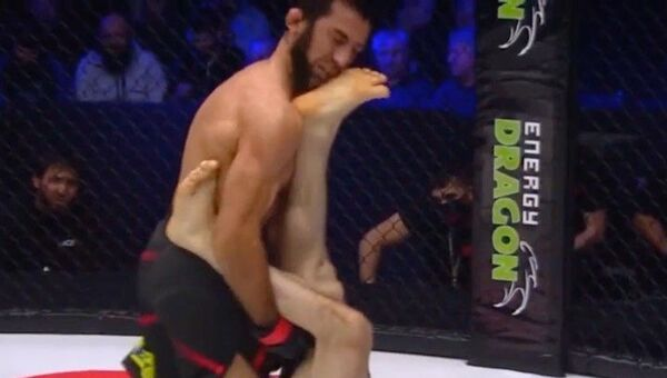 Ruský MMA zápasník knokautoval svého soupeře - Sputnik Česká republika