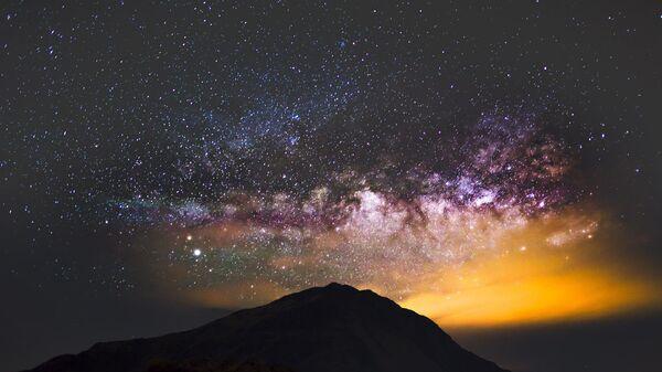 Млечный путь над горой Хэхуань в центральном Тайване - Sputnik Česká republika