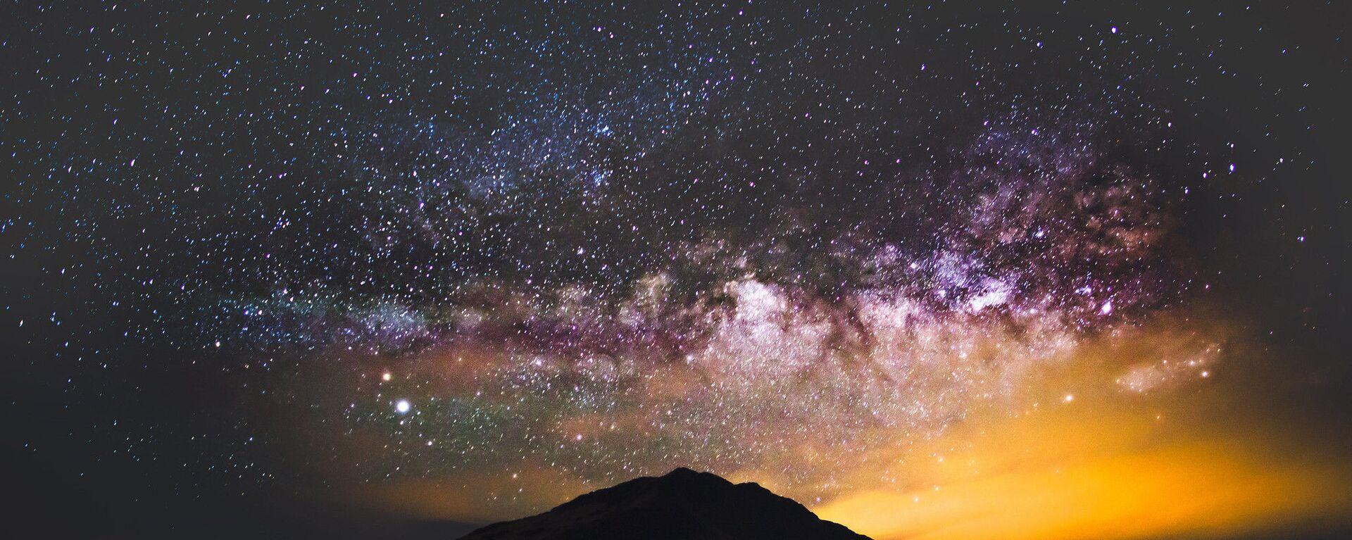 Mléčná dráha nad horou Hehuanshan v centrálním Tchaj-wanu - Sputnik Česká republika, 1920, 08.07.2021