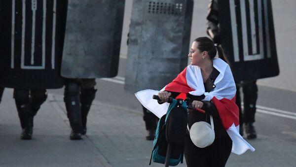 Účastnice protestu v Minsku - Sputnik Česká republika