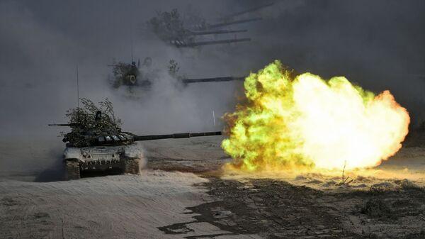 Tanky T-72 během cvičení Kavkaz 2020 - Sputnik Česká republika