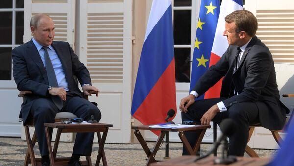 Vladimír Putin a Emmanuel Macron - Sputnik Česká republika