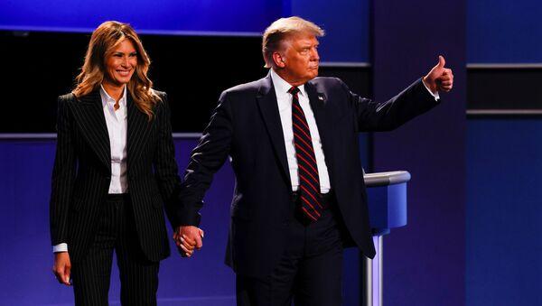 Americký prezident Donald Trump se svou manželkou Melanií po první televizní debatě s kandidátem za Demokratickou stranu, bývalým viceprezidentem Joe Bidenem v Clevelandu (29. 9. 2020) - Sputnik Česká republika