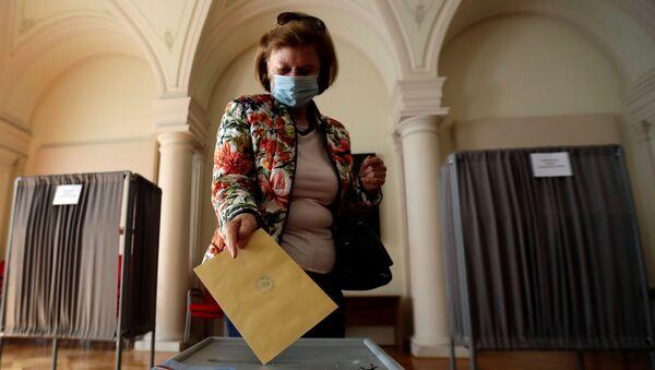 Hlasování v senátních a krajských volbách (2. 10. 2020) - Sputnik Česká republika