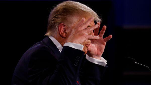 Americký prezident Donald Trump během televizních debat s Joe Bidenem (29. 09. 2020) - Sputnik Česká republika