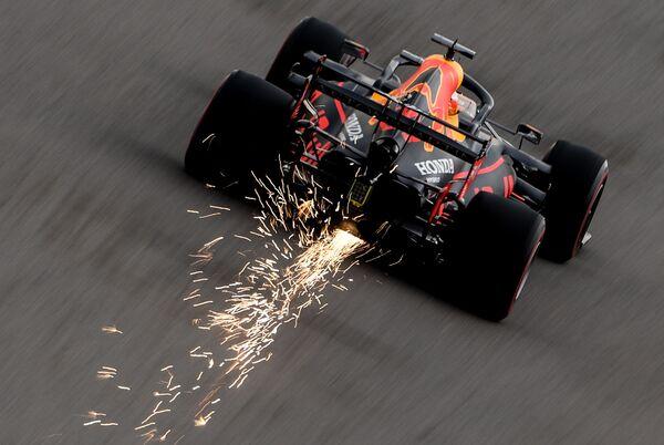 Pilot týmu Red Bull Max Ferstappen se účastní ruské etapy mistrovství světa v automobilových okruhových závodech ve třídě Formule 1   - Sputnik Česká republika
