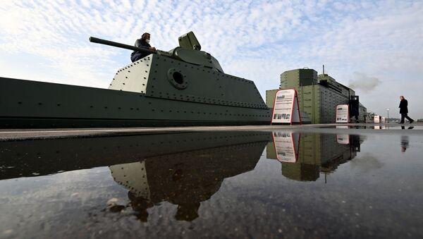 Replika obrněného vlaku BP-43 z doby Velké vlastenecké války před slavnostním předáním Ministerstvu obrany RF - Sputnik Česká republika
