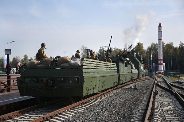 Hotová dokonalá kopie obrněného vlaku BP-43 - Sputnik Česká republika