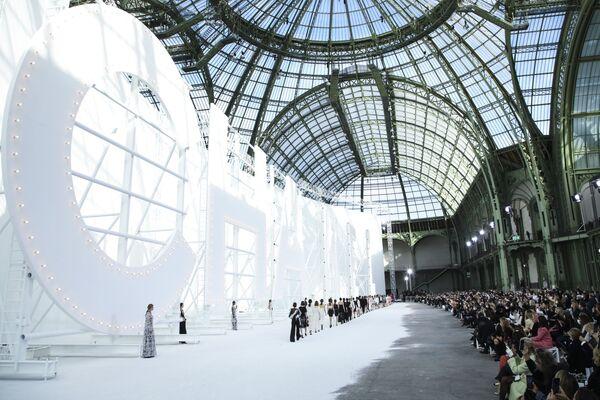 Přehlídka nové kolekce Chanel během pařížského týdne módy. - Sputnik Česká republika