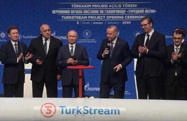 Vladimir Putin se svým tureckým protějškem Recepem Tayyipem Erdoganem se účastní ceremonie oficiálního spuštění plynovodu Turecký proud v Istanbulu. - Sputnik Česká republika