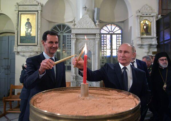 Vladimir Putin a syrský prezident Bašár Asad v pravoslavném chrámu v Damašku. - Sputnik Česká republika