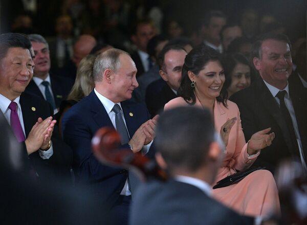 Vladimir Putin během koncertu pro účastníky skupiny BRICS v Brazílii. - Sputnik Česká republika