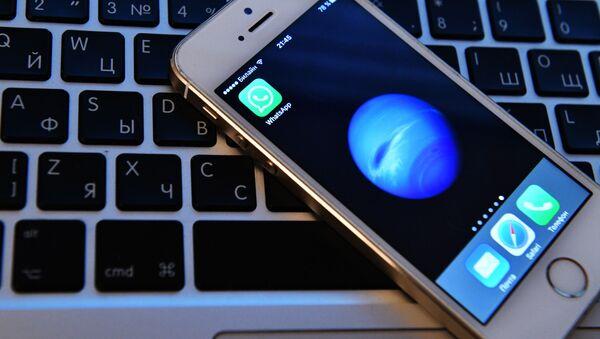 Mobilní telefon a počítač. Ilustrační foto - Sputnik Česká republika