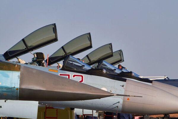 Otevřené kokpity stíhaček Su-35 - Sputnik Česká republika