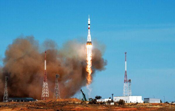 Kromě vědeckých experimentů budou muset astronauti najít místo úniku vzduchu v modulu Zvězda. - Sputnik Česká republika