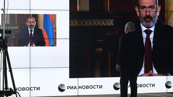 Generální ředitel MIA Rossiya Segodnya Dmitrij Kiseljov získal rozhovor s arménským lídrem Nikolem Pašinjanem - Sputnik Česká republika