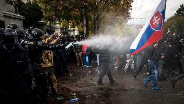 Protesty proti opatřením vlády Igora Matoviče proti koronaviru na Slovensku (17. 10. 2020) - Sputnik Česká republika