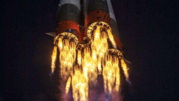 Start nosné rakety Sojuz 2.1a s lodí Sojuz MS-17 z Bajkonuru. Ilustrační foto - Sputnik Česká republika