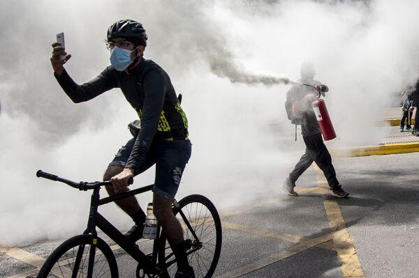 Střety protestujících s policisty v Santiagu, Chile - Sputnik Česká republika