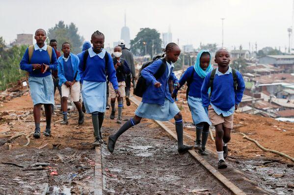 Žáci jdou do školy. Nairobi, Keňa - Sputnik Česká republika