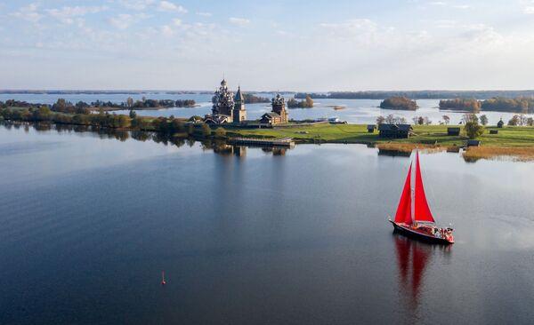Expediční jachta na ostrově Kiži v Oněžském jezeře - Sputnik Česká republika