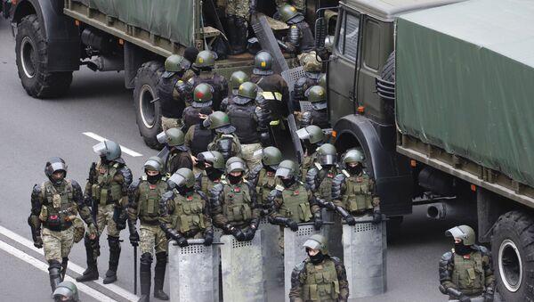 Policisté v Minsku - Sputnik Česká republika