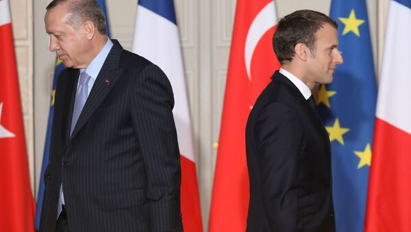 Turecký prezident Recep Tayyip Erdogan a francouzský prezident Emmanuel Macron - Sputnik Česká republika