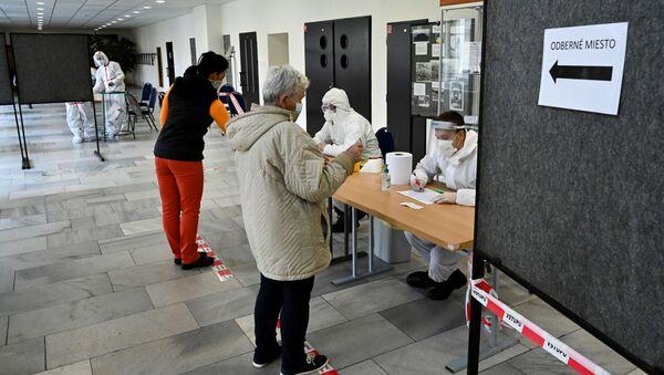 Тестирование на коронавирус в деревне Нижна, Словакия - Sputnik Česká republika